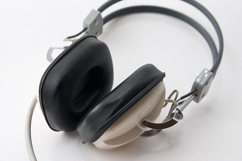 File:Headphones 1.jpg