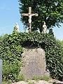 Heeswijk (Bernheze) calvarieberg op kerkhof.JPG