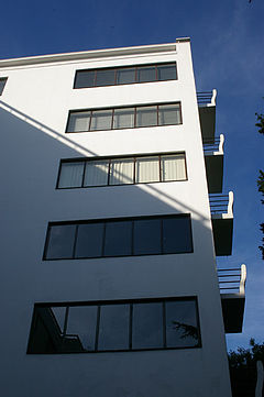 Corner detail of Highpoint 1, showing balcony profiles