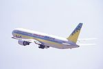 Hokkaido Int Airlines - Air Do Boeing 767-33A-ER (JA98AD-27464-687) (20532681883).jpg
