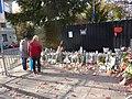Hommage aux victimes des attentats du 13 novembre 2015 en France au Consulat de France de Genève-33.jpg