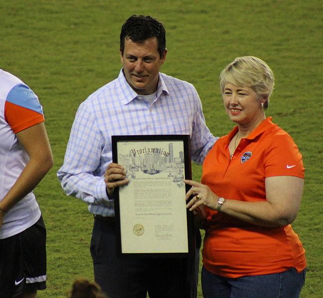 File:Houston Dynamo-Dash President Chris Canetti and Houston Mayor Annise Parker (20866894170).jpg