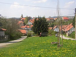 Hrusice CZ village centre from E 195.jpg