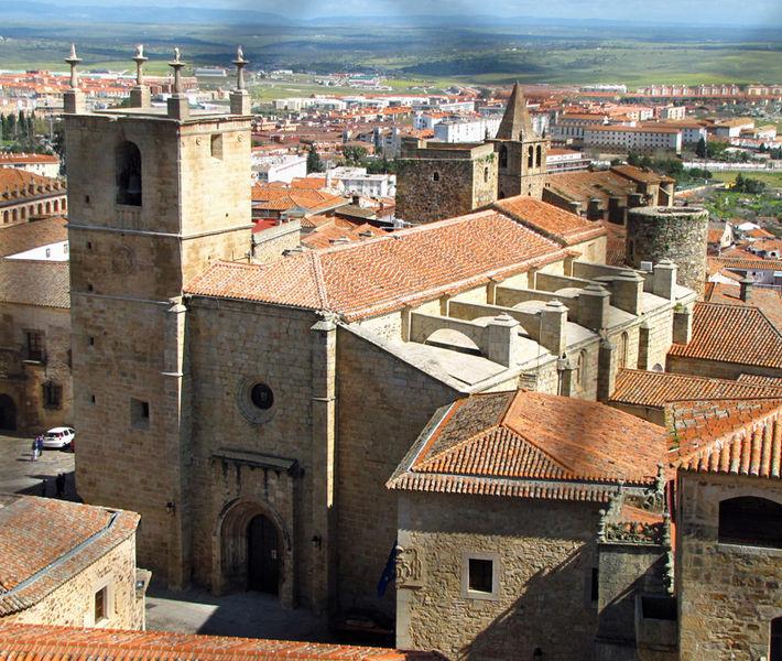 File:Iglesia de Santa María de Cáceres.jpg
