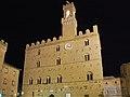 Il palazzo di notte.jpg