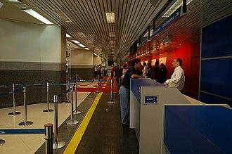 Silvio Pettirossi International Airport - Image: Interior del Aeropuerto Silvio Pettirossi