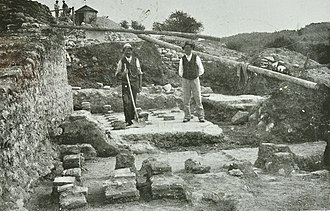 Irgenhausen Castrum - Excavations in 1907 showing the hypocaustum of the villa rustica, with the castle wall to the left