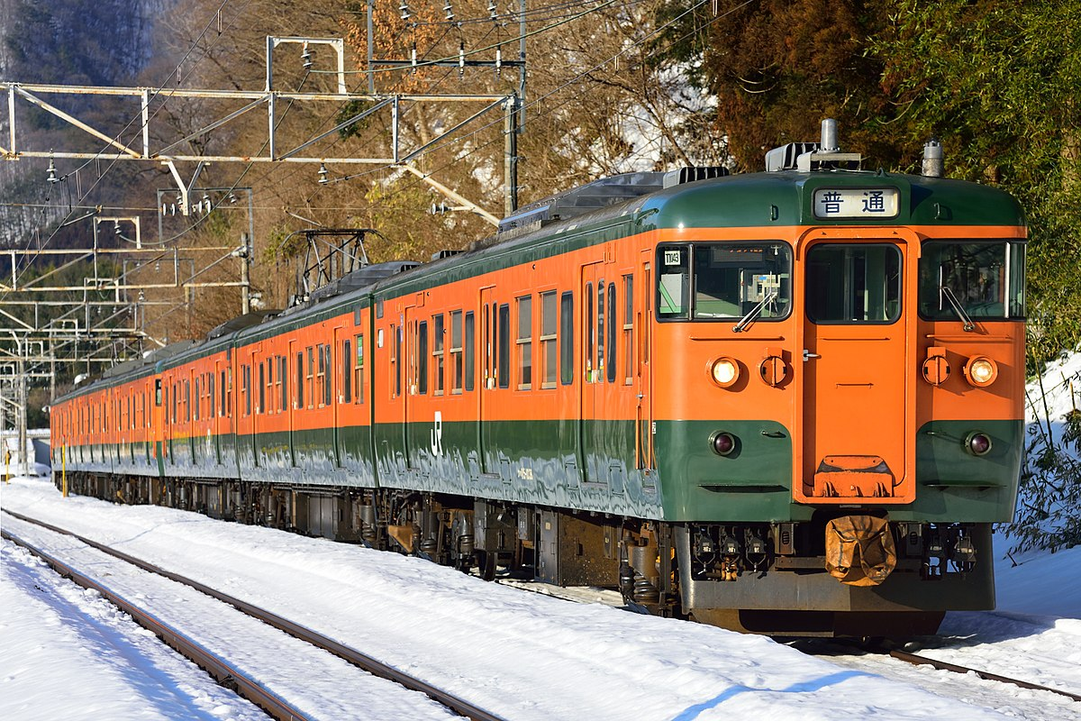 JR East 115-1000 Jōetsu Line 6 cars 20170216.jpg