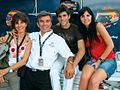 Jaime Alguersuari junto a su familia.jpg