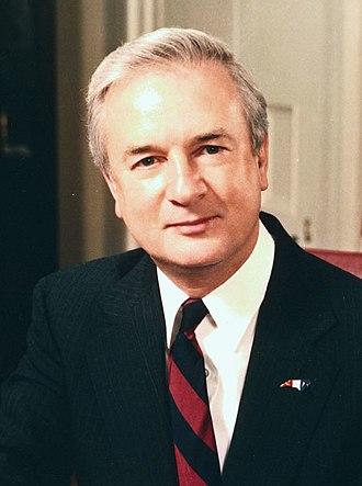 North Carolina gubernatorial election, 1992 - Image: Jim Hunt official portrait (cropped)