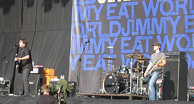 Emo band Jimmy Eat World performing in 2007 Jimmy Eat World Reading.jpg