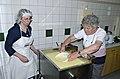 Joehrerhof Schafkaeseproduktion Abschoepfen der Molke 13062014 749.jpg