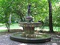 Joseph-Ruederer-Gedaechtnis-Brunnen Maximiliansanlagen Muenchen-3.jpg