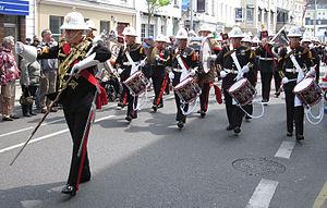 Drum major (military) - Image: Jour d'la Libéthâtion Jèrri 9 d'Mai 2010 55