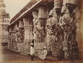 KITLV 92080 - Samuel Bourne - Seringham temple at Tiruchirapalli in India - Around 1870.tif