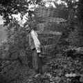 """Kašperjev Janez z listnim košem """"kranjska svetloba"""", Podlanišče 1954.jpg"""