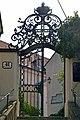 Kahlenbergerdorf Kirchhof Eingang.jpg