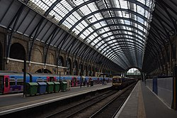 King's Cross railway station MMB 87 365511 365504 365530 365523.jpg