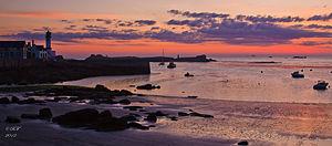 Lever soleil sur le quai des Paimpolais-Ile de Sein-Brittany-France.jpg