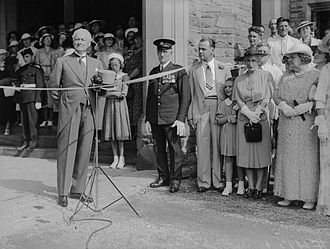 Casa Loma - Lieutenant-Governor Dr. Bruce opens Casa Loma to the public (1937)