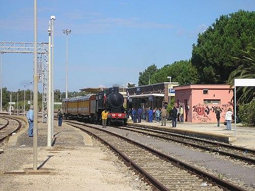Locomotiva 740 423 e carrozze Carbonia.jpg