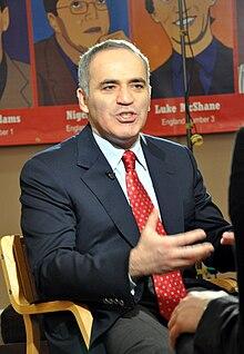 la célébrité de Martin du 13 juin trouvée par Ajonc - Page 2 220px-London_Chess_Classic_2010_Kasparov_03