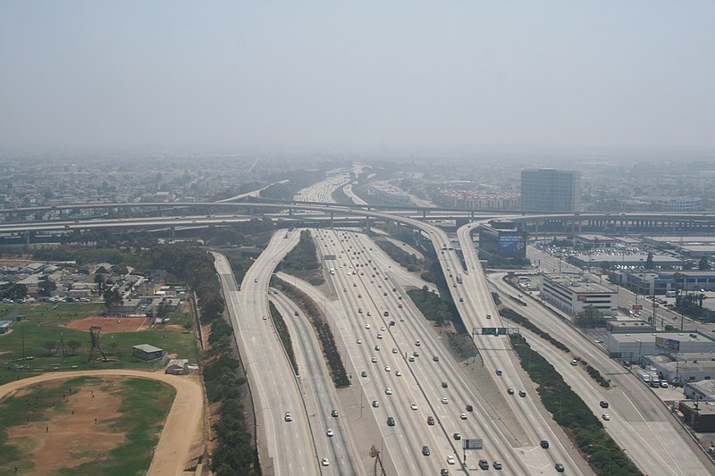 Ficheiro:Los Angeles - Echangeur autoroute 405 105.JPG