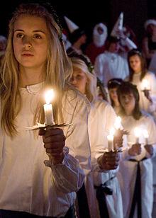 C'est la Sainte Lucie 220px-Lucia_procession