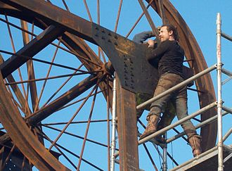 Luke Perry (artist) - Luke Perry installing his Pit Head sculpture in Walsall Wood.