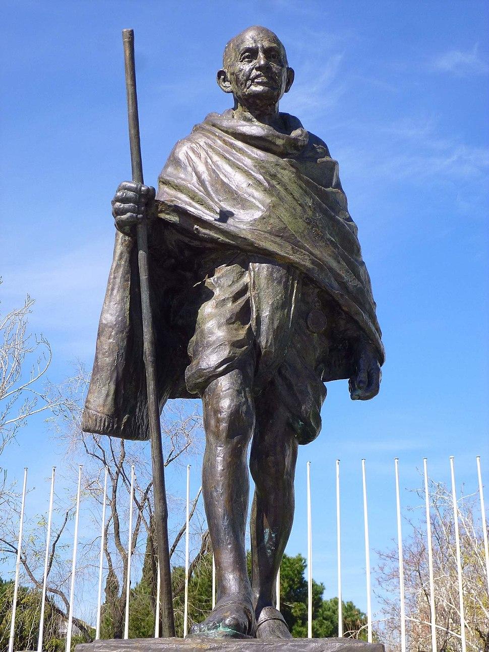 Madrid - Plaza Joan Miró, Monumento a Mohandas K. Gandhi 2