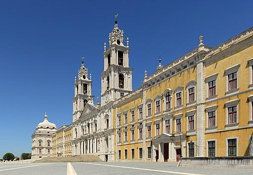 Nationalpalast von Mafra (Blick auf die Hauptfassade im Westen). UNESCO-Welterbe in Portugal