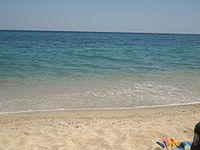 Uno scorcio di mare, principale mèta turistica dell'estate.