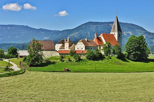 Mariahof, Pfarrkirche Maria Himmelfahrt, Nordost-Ansicht