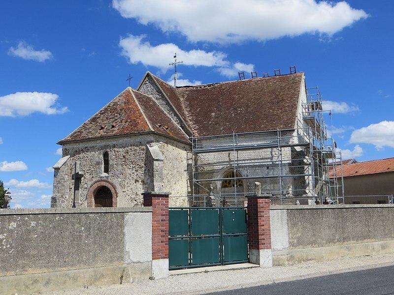 Vue générale de l'église, en travaux