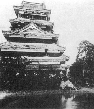 Jōkyō uprising - The keep, leaning to one side (Archive of the Matsumoto Castle Management Bureau)