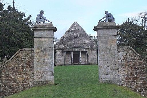 Mausoleum, Gosford Estate (geograph 4284021)