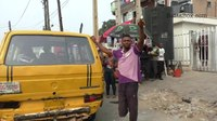 Файл:Meet Nigeria's Bus Conductor with One Leg.webm