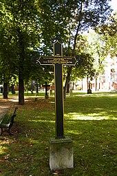 """Gedenkkreuz """"Julius von Voß"""" auf dem Alten Garnisonfriedhof (Quelle: Wikimedia)"""