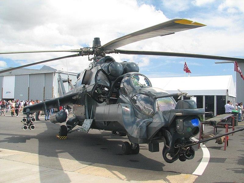 مصر اول زبون اجنبي لصواريخ 9A1472 Vikhr-1 الروسيه المضاده للدروع 800px-Mi-24_Super_Agile_Hind_on_ground_2006