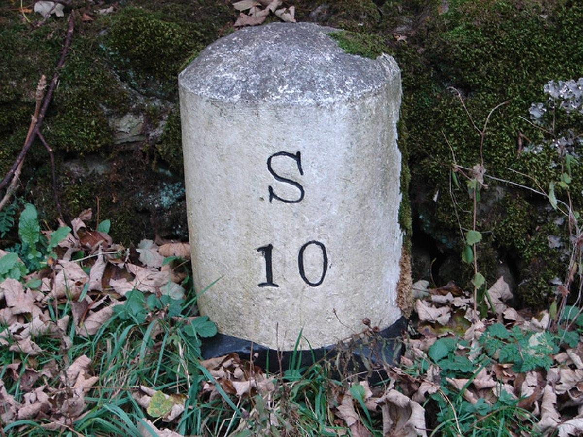 Milestone in Dentdale - geograph.org.uk - 275664.jpg