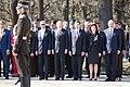 Ministru prezidents Valdis Dombrovskis piedalās svinīgajā vainagu nolikšanas ceremonijā Rīgas Brāļu kapos, atzīmējot Nacisma sagrāves dienu un pieminot Otrajā pasaules karā bojāgājušos (8720263518).jpg