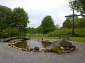 Minneslund vid Ösmo kyrka.png