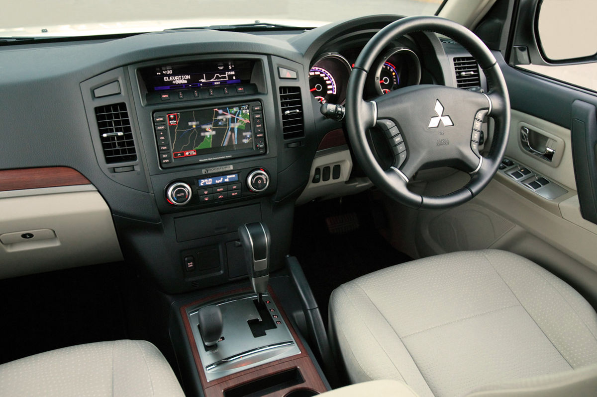 super select wikipedia - Mitsubishi Montero 2016 Interior