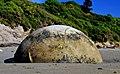 Moeraki Boulder NZ (14112553264).jpg