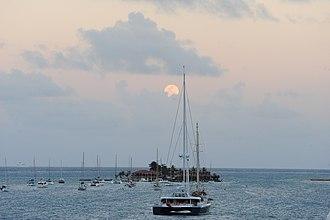 Saba Rock - Image: Moon Rise Saba Rock Island British Virgin Islands