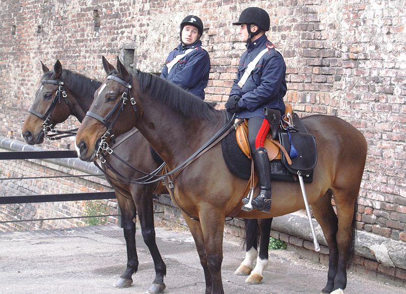 File:Mounted police Italy 02.jpg