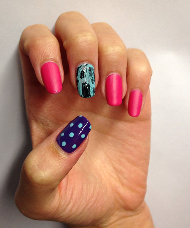 File:Nail art example, Nov 2013.jpg - Wikimedia Commons