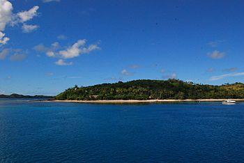 Laguna Blu vista dal largo, in realtà è l'isola di Nanuya Lailai