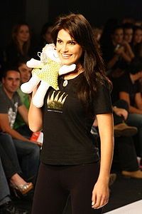 Natália Guimarães no Crystal Fashion 2007 5.jpg