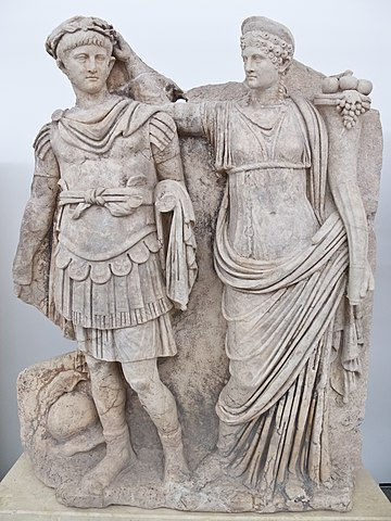 Sculpture of Agrippina crowning her young son Nero (c. 54-59 AD) Neron y Agripina.jpg